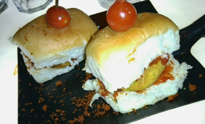 Bombay-Vada-Pav-at-Take-Off-Scarlet